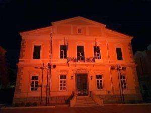 Για την Παγκόσμια Ημέρα ΣκΠ δημαρχεία και δημόσια κτήρια «ντύθηκαν» Πορτοκαλί