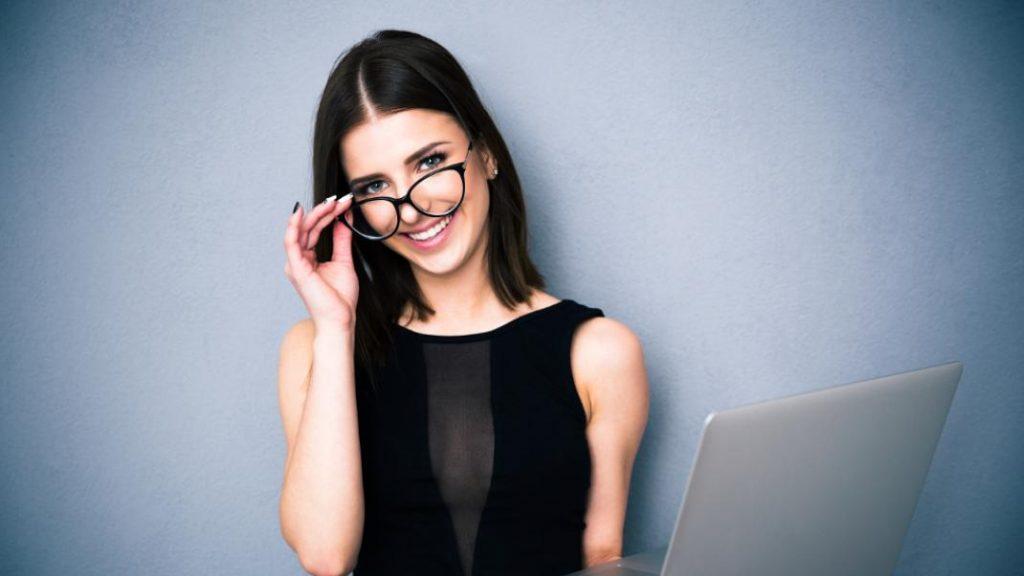 7 σημάδια που δείχνουν ότι πρέπει να αλλάξετε γυαλιά