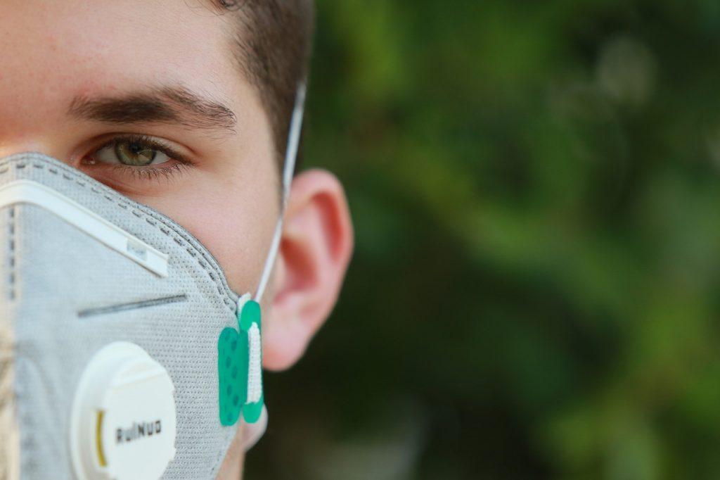 Θα μετατραπεί η πανδημία COVID-19 σε νόσημα για νέους;