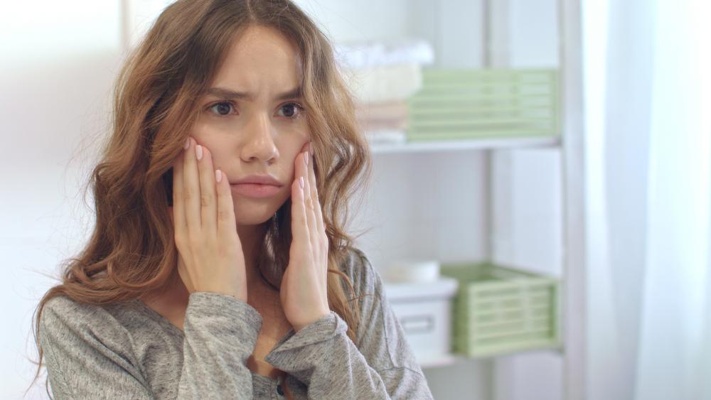 10 συνήθειες που βλάπτουν σοβαρά το δέρμα